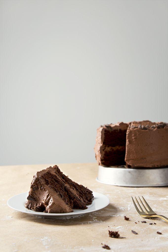 1 Bowl 2 Layer Vegan Chocolate Cake | picklesnhoney.com