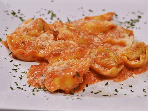Esse Tortellini de Frango com Prosciutto do Chef Guy Fieri é a combinação perfeita de massa e carne.