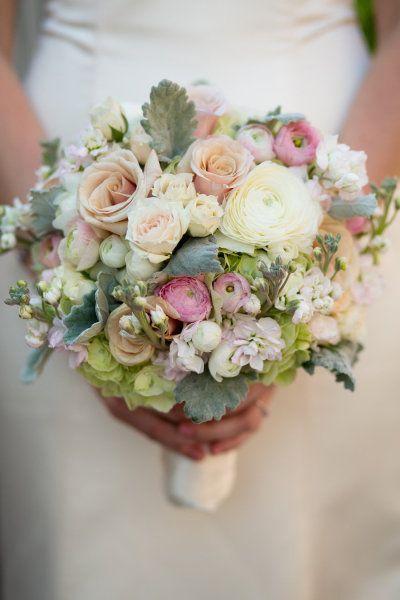 Photography by carleajphotography.com Read more -   What a beautiful bouquet with roses, ranunculus, hydrangea     Was für ein wunderschöner Strauß mit Rosen, Ranunkeln und Hortensie  http://www.stylemepretty.com/2013/08/19/vintage-garden-wedding-from-carlea-j-photography/