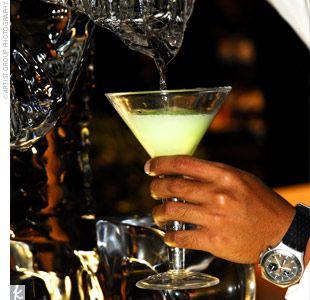 key lime pie: Keys Limes Pies, Signature Drinks, Key Lime Martini, Fun Recipes, Keys Limes Martinis, Specialty Drinks, Mmmmmm, Beaches Keys, Cream Liqueur