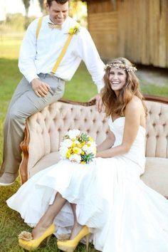 Zapatos elegantes para novia y en color amarillo.