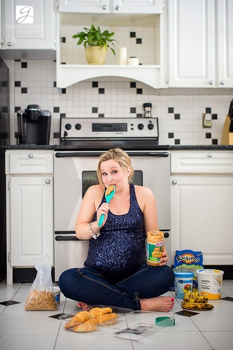 Parce que les photos de maternité peuvent être amusantes parfois! Funny maternity picture © Genevieve Albert Photographe www.genevievealbert.com