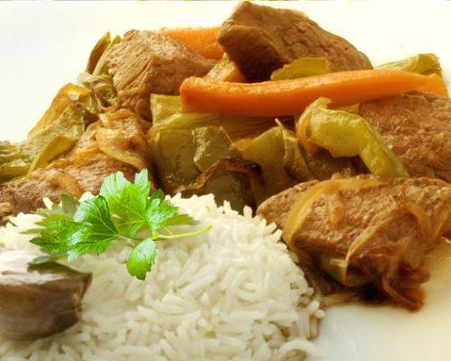 Salteado de carne con verduras y setas chinas