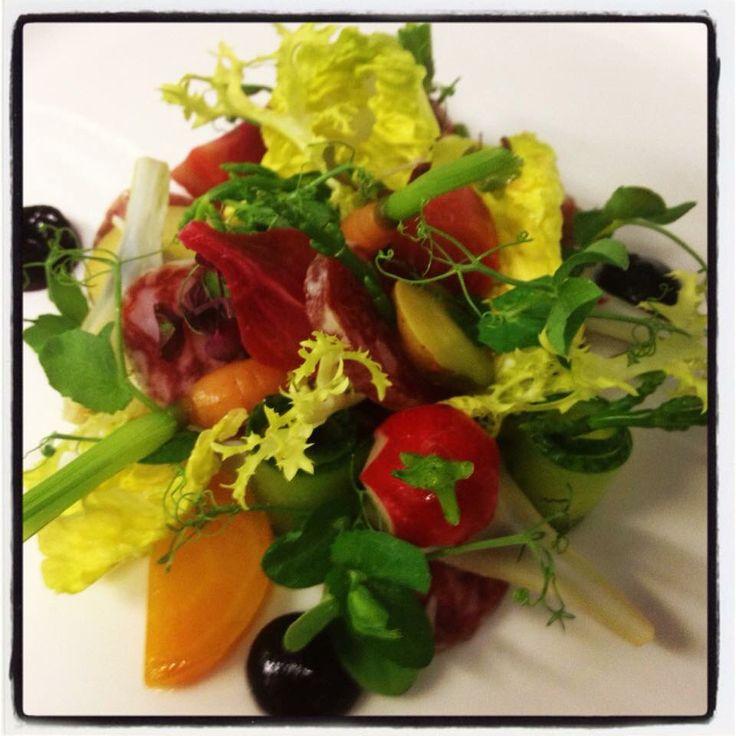 Groene frisse salade met coppa