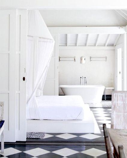 Holzboden streichen idee in schwarz-weiß