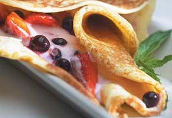 Dessert pannekake med frukt og yoghurt