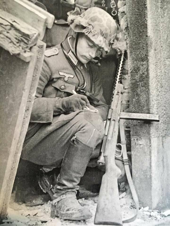 German soldier with Beretta Modello 38.