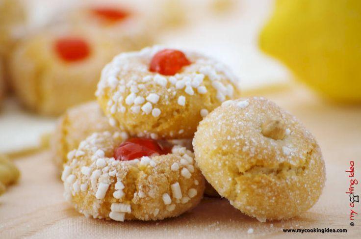 I croccantini alle mandorle sono dei dolci sardi. La ricetta è a base di mandorle, zucchero e albume e quindi senza glutine e senza lattosio
