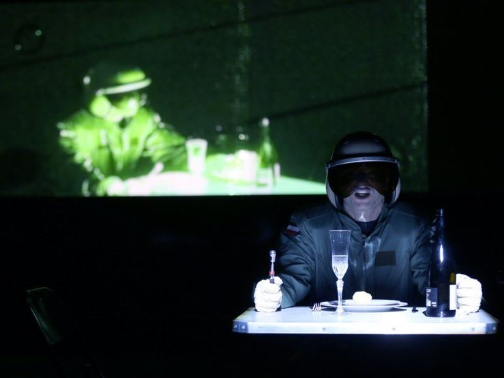 w październiku zobaczycie spektakl w Warszawie, a już w grudniu w Krakowie -w ramach ósmej edycji Międzynarodowego Festiwalu Teatralnego Boska Komedia! fotografie: Tal Bitton premiera 21 sierpnia Ruhrtriennale/Niemcy Polska premiera zaplanowana jest na 1 października 2015 roku jako najważniejsze wydarzenie otwarcia Międzynarodowego Centrum Kultury Nowy Teatr