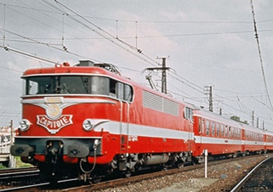 Here is the original French Calitole that already back in the 50s hauled trains at 125mph.  One of these locomotives broke a world speed record of 207mph