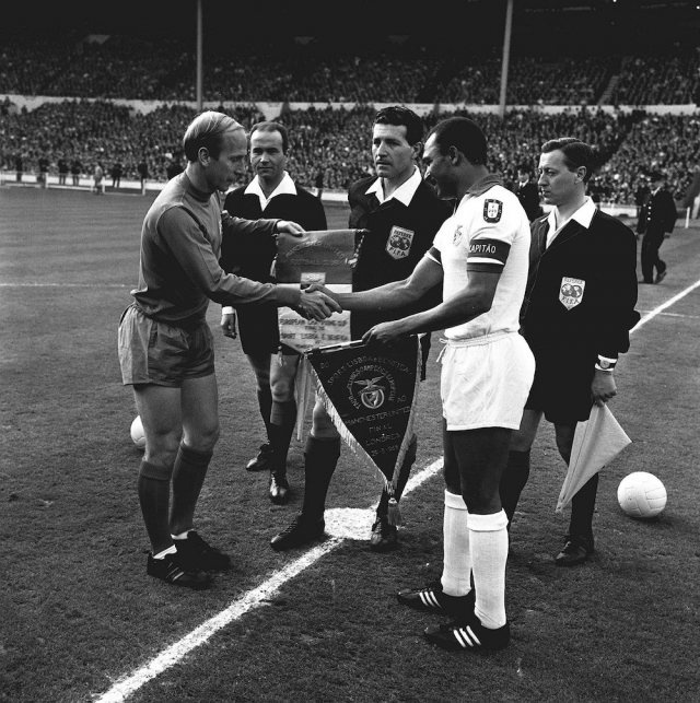 Charlton e Coluna #football