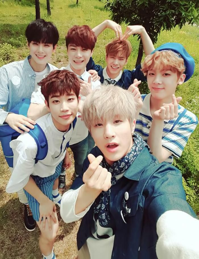 I'm crying they're doing so Well!!!! Andjsnelldkdkw!!! I love Astro and you should stan
