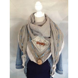 T.4.M shawls zijn alleen verkrijgbaar bij Babydeals en zijn allemaal uniek!  Met een T.4.M Shawl maak je van elke outfit iets bijzonders.  In de zomer gebruik je hem als Pareo op het strand!