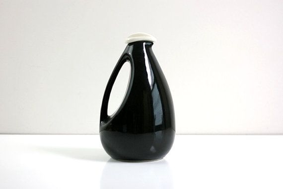 Use it as a pitcher or a vase: either way, this minimalist midcentury pitcher is utterly chic. #etsyfinds #etsyvintage