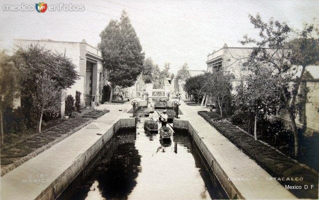 El Canal de Ixtacalco, en la zona oriente de la Ciudad de México. Foto tomada probablemente a mediados de la década de los 10's.