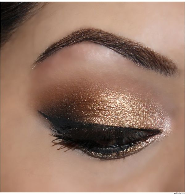 Urban Decay Naked palette look. Sin on the inner corner of the eye, Half Baked on the inner half of the lid, right next to that Smog then Dark Horse. Add Creep to the outer V and blend the crease with Buck.