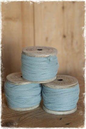 petrolblauw lintgaren draad t-shirt stof op houten klos - janenjuup