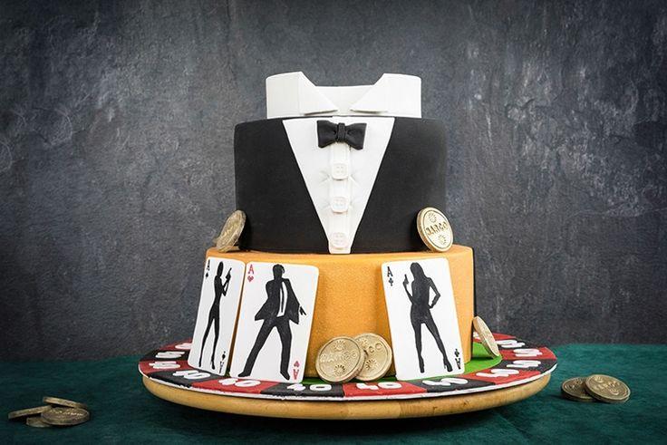 Eine zweistöckige Motivtorte zum Thema James Bond! Die James Bond Torte besteht aus einer unteren goldenden 26 cm Torte und der oberen Smoking Torte (20 cm). Die Zubereitung teile ich meist auf 3 Tage auf. Tag 1: Teig, Creme und Ganache zubereiten. Tag 2: Torte füllen, mit Ganache bestreichen, mit Fondant überziehen. Tag 3: Torte …
