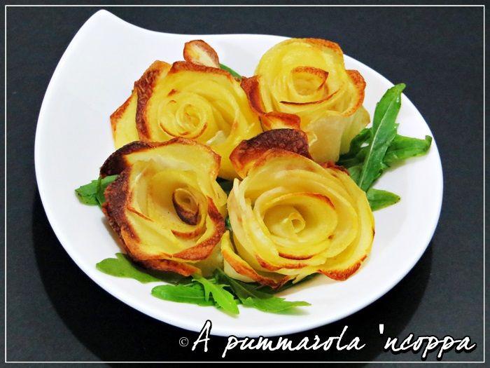 Un contorno di rose di patate al forno e presentate in maniera fantasiosa, bello da vedere e buono da mangiare,un tocco eleganza ad ogni vostro piatto.