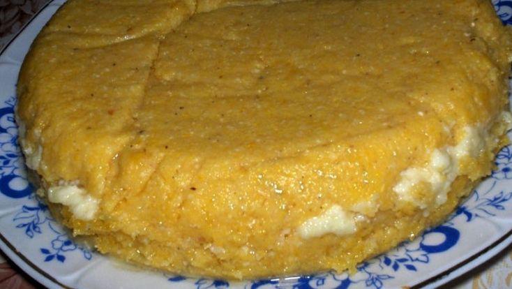 Bine ati venit in Bucataria Romaneasca Ingrediente -250 g smantana -400 g branza de vaci sau de oi -150 g unt -100 g cascaval -malai Mod de preparare Din smantana