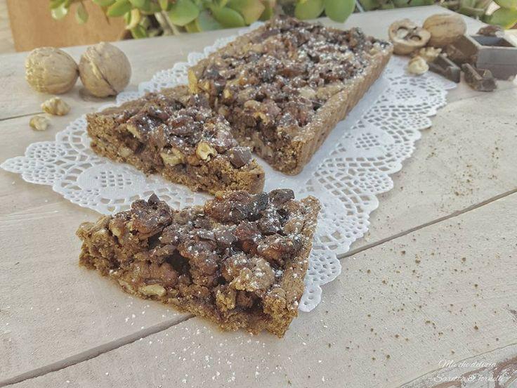 La Crostata integrale con confettura e noci caramellate è golosa, sana e genuina. Perfetta per chi vuole concedersi una dolce pausa, senza dover rinunciare alla linea ;)