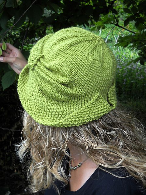 Here's a little sunshine for your day. This week's Free Pattern Friday is Cloche Divine by Meghan Jones: I love the effortless chic this cloche exudes!