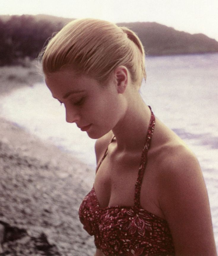 Grace Kelly in Jamaica, 1955. Photo: Howell Conant.