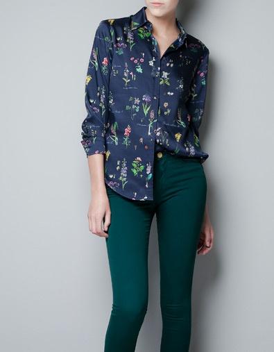 Bedrukte blouse met applicaties kraag