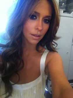 jennifer love hewitt - Love her new show The Client List. Wish I could pull off her hairstyle and color.