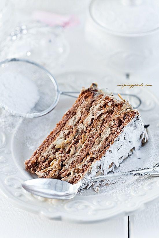Tort Agnes Bernauer (Almond meringue cake with coffee cream). Recipe in Polish, use google-translate.