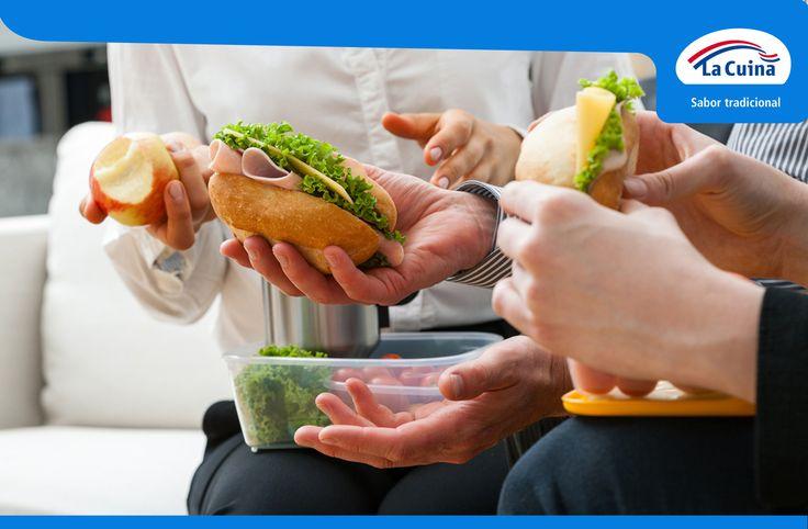 Una idea genial para comer con los compañeros de trabajo: Ensalada y sandwich o bocadillo con fiambres o cremas de #LaCuina. ¡Rico y saludable! #LaCuinaTeCuida #Almuerzo #ComerEnLaOfi