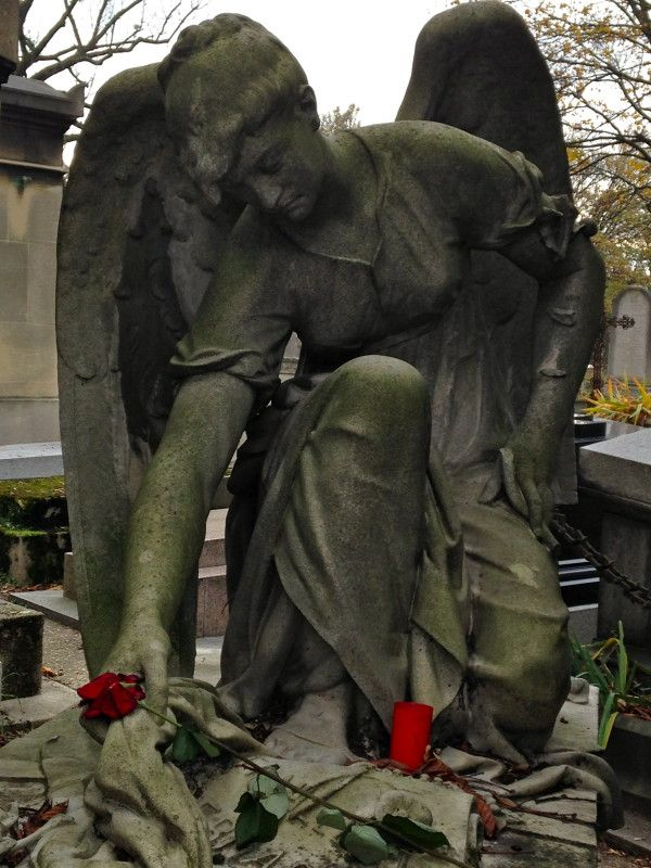 Beautiful statue of an angel on Pere Lachaise Cemetery 2013