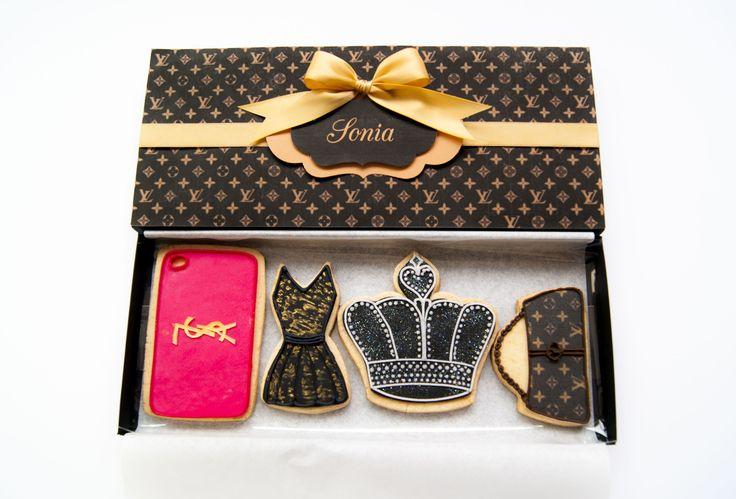 Vuitton box with cookies https://www.facebook.com/pages/Minù-Minù-collezioni-artistiche/1441713376099936