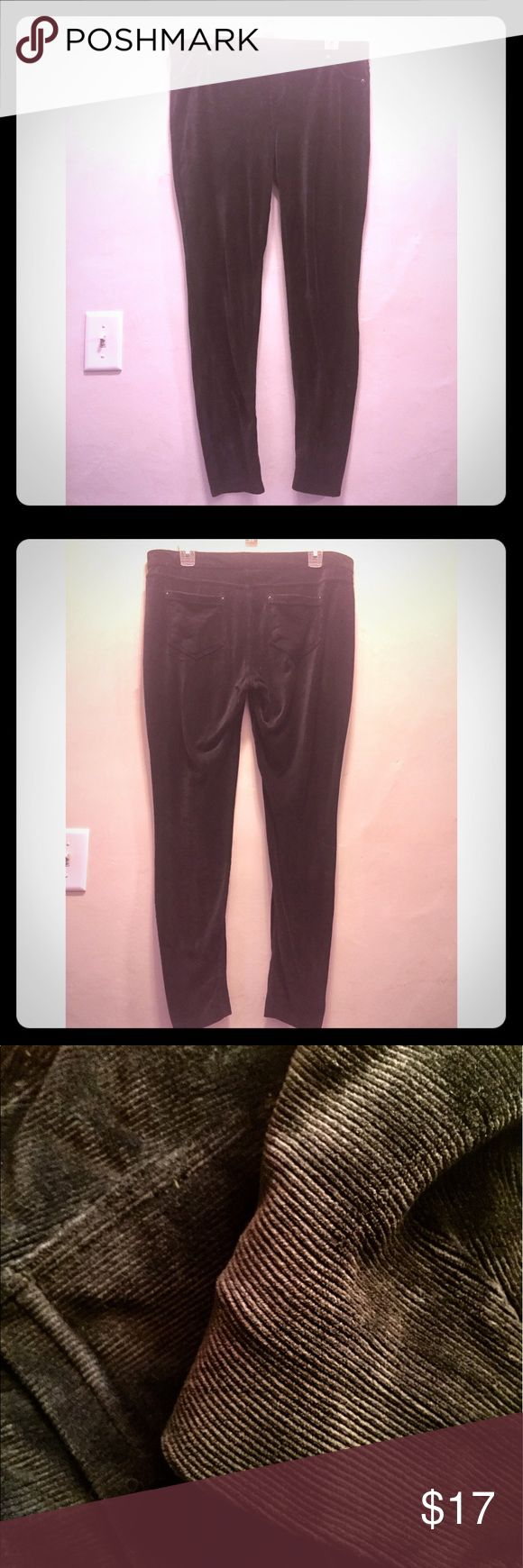 Black Vera Wang Corduroy Leggings These are super cool leggings by Vera Wang. Material looks like corduroy but is actually a poly spandex blend making them super comfy and stretchy! Real back pockets! Size large. Vera Wang Pants Leggings