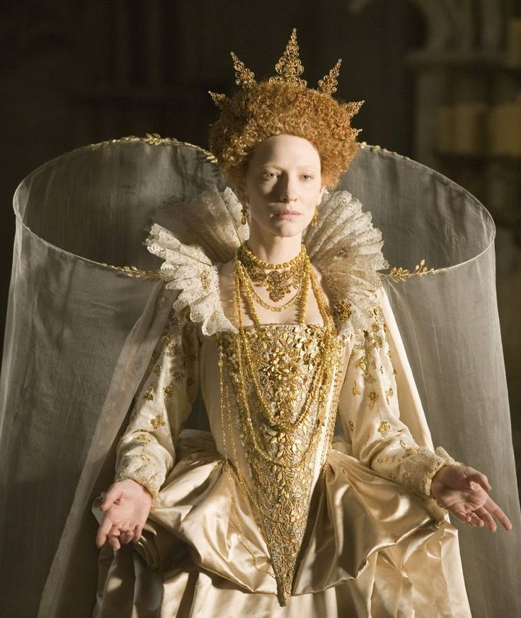 Cate Blanchett in gold for Elizabeth: The Golden Age. Costumes by Alexandra Byrne. Loved this movie