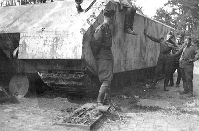 """Great photo showing real size of Maus """"Panzerkampfwagen VIII Maus (Mouse) was a German World War II super-heavy tank completed in late 1944. It is the heaviest fully enclosed armoured fighting vehicle ever built. Only two hulls and one turret were completed before the testing grounds were captured by the advancing Soviet forces."""