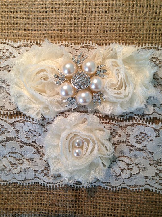 Hey, I found this really awesome Etsy listing at https://www.etsy.com/es/listing/152767142/garter-bridal-wedding-garter-ivory