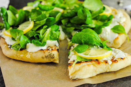 white pizza: Fun Recipes, Grilled White, Green Pizza, Yummy Food, Healthy Pizza, Happy Eating, Veggies Pizza, Grilled Pizza, Food Drinks
