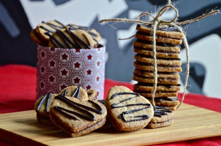 Srdíčka z lískových oříšků #Čokoláda, #Cukroví, #LískovéOříšky, #Pečení, #Recept, #Sladké, #ŠpaldováMouka, #Vánoce, #Vůně