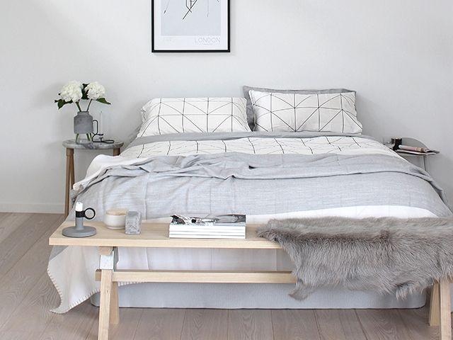 Les 25 meilleures id es de la cat gorie bout de lit sur for Relooking chambre parents