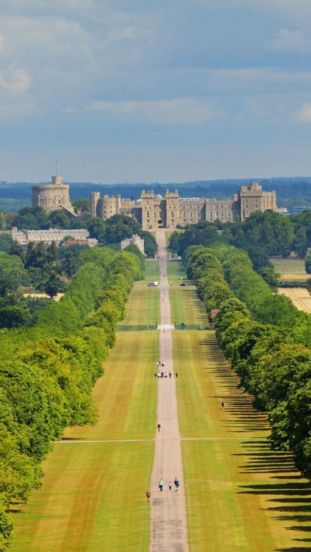 Windsor-Castle-England. I wish I got the chance to see this when I was over in the UK