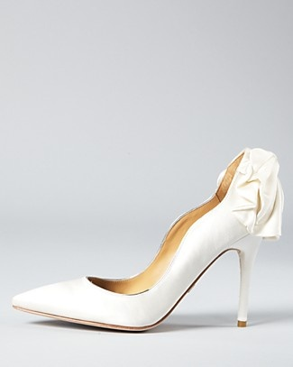 bradgley mischka pumps... Looks like a dress for the foot...lovely!!!