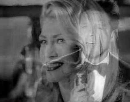 Luis Miguel - Por debajo de la mesa (Video Oficial)