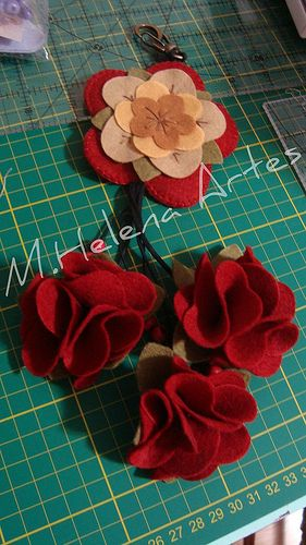 CHAVEIRO-FLOR VERMELHA: Felt Crafts, Chaveiro De Feltro, Chaveiro Flor Vermelha, Photo Sharing, Felt, In Bloom, Flowers, Crafts