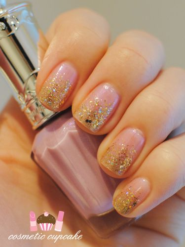 pretty sparkly, pink Nails