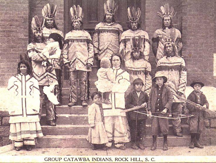 """Etymologies possibles : du choctow Katapa, """"divisé, séparé"""", ou du yuchi Kotaba, """"hommes robustes"""". Egalement connus sous le nom de Issa ou Essa : """"rivière"""". Catawba signifie """"les gens fluviaux,"""" et seulement en utilisation commune en Caroline après 1715. Le nom employé par eux était (les gens) Iyeye ou Nieye (les gens réels). Des premiers rapports espagnols se réfèrent à eux comme l'Iswa (a aussi orthographié : Esaw, Isaw, Issa et Ysa). Le dernier sang-pur serait mort en 1962."""