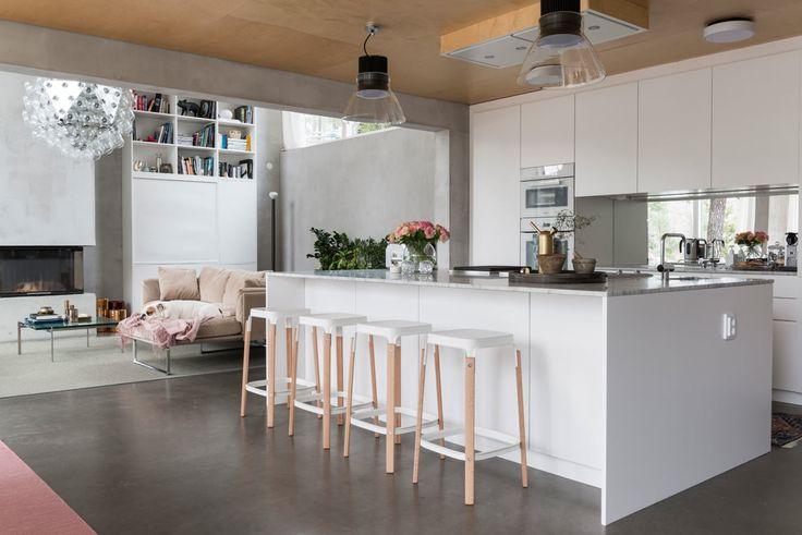 Plassbygget kjøkken i arkitekttegnet betongbolig