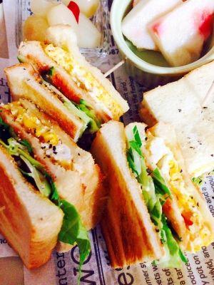 「★卵と水菜の香ばしいサンドなサンドイッチ!」夏休みはずーーーっとご飯を作っている気がします(^^♪でも何とか楽しんで美味しく食べてもらいたい!そんな日には一気に食べれるサンドイッチがいいんじゃない?【楽天レシピ】