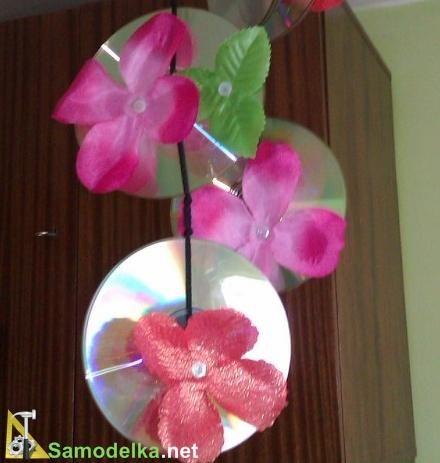 подвескf с цветами из старых CD и DVD дисков