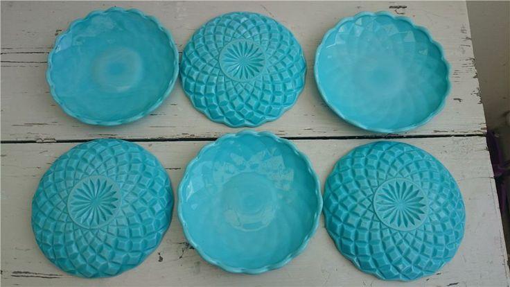 6 assiett turkos pressglas ELME opalin lantlig shabby retro på Tradera. Mors dag-present?